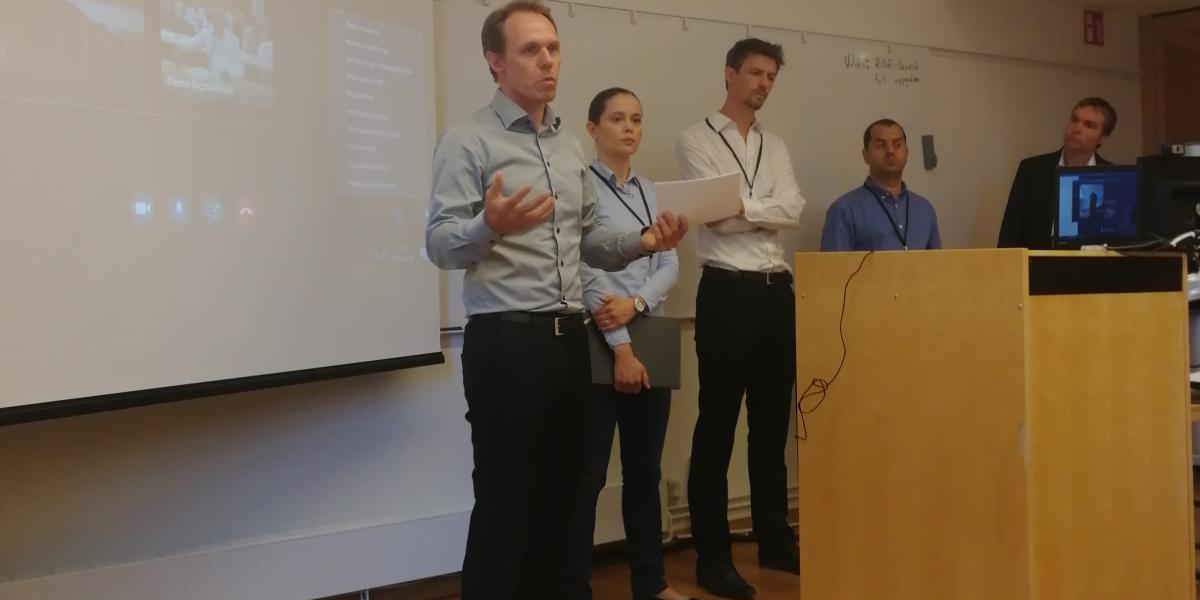 Pierre Ingmarsson presenterar forskarna